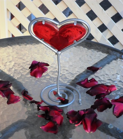 What are some advantages of online dating