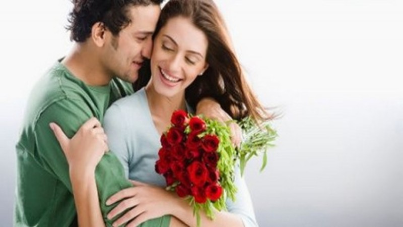 Couple Image  - 4 Timeless Gift ideas for your Wife on 1st Anniversary