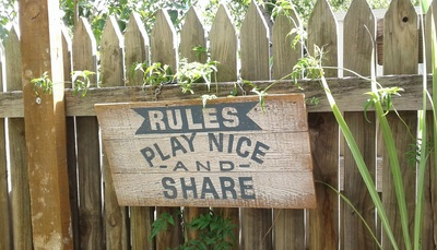 Play nice and share sign